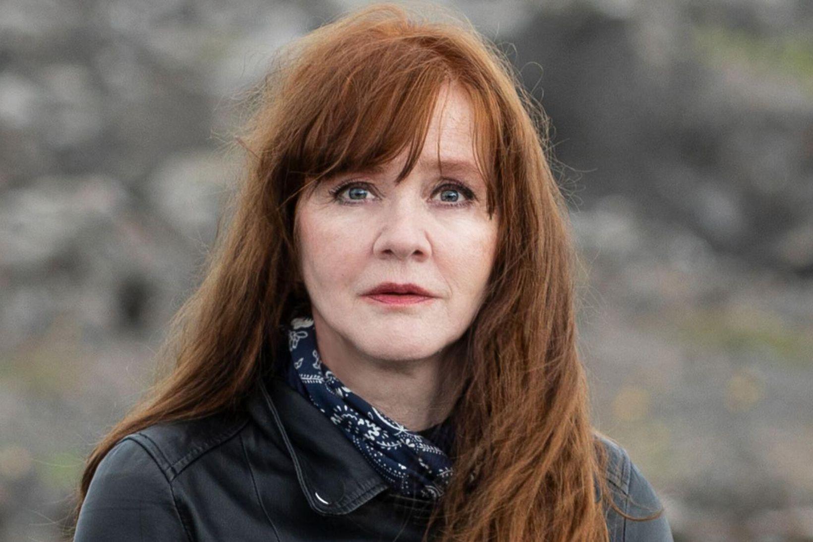 Auður Ava Ólafsdóttir rithöfundur er ein þeirra sem heimsækja framhaldsskóla.