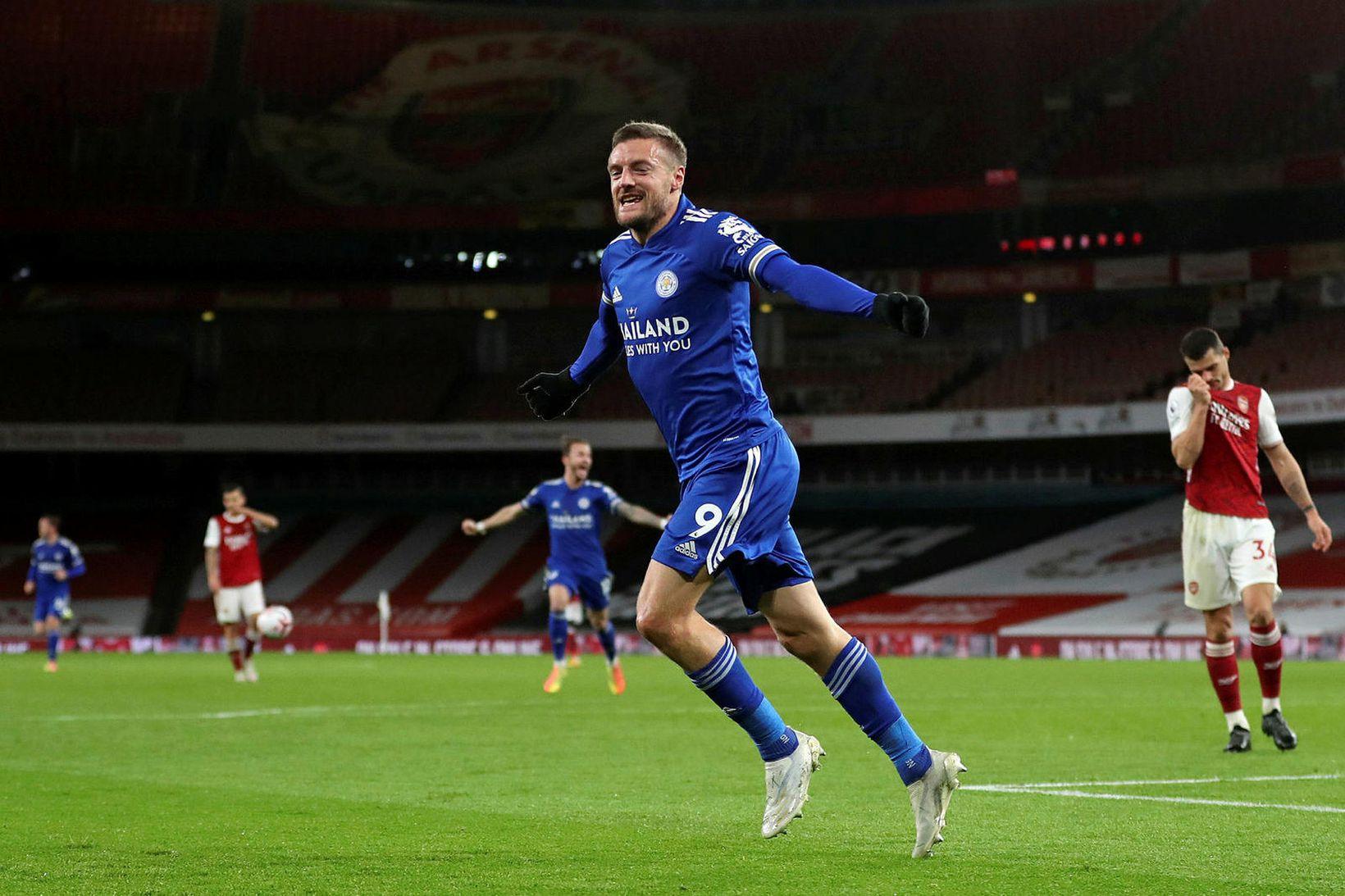 Jamie Vardy fagnar sigurmarki sínu gegn Arsenal.