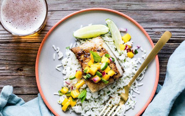Fiskréttur sem kemur á óvart, með BBQ-sósu og mangósalsa.