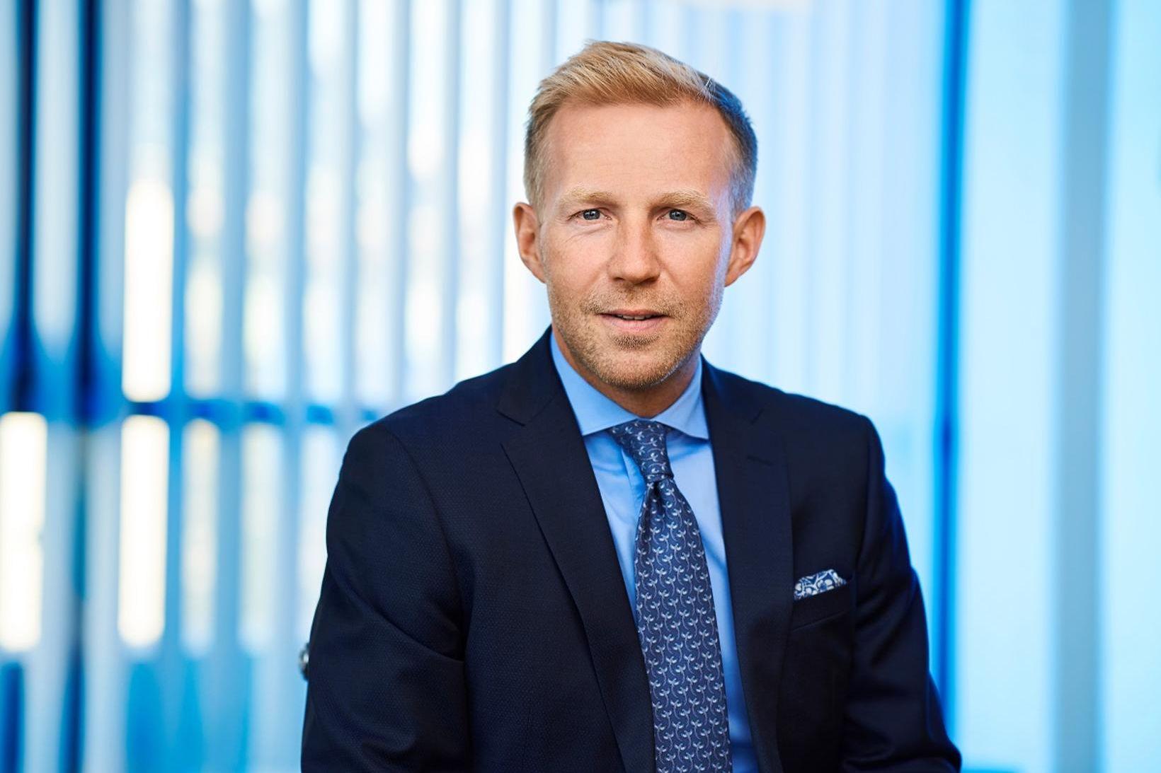 Benedikt Gíslason bankastjóri Aroin banka.