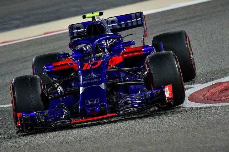Pierre Gasly á ferð á Toro Rosso bílnum í Barein í dag.