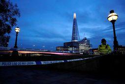 Enn er talsverður viðbúnaður við London Bridge.