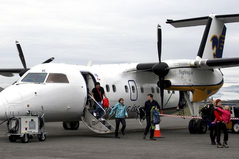 Passengers disembark from an Air Iceland branded Dash 8-300. Retrofitting these planes to run on hydrogen would be an interesting possibility.