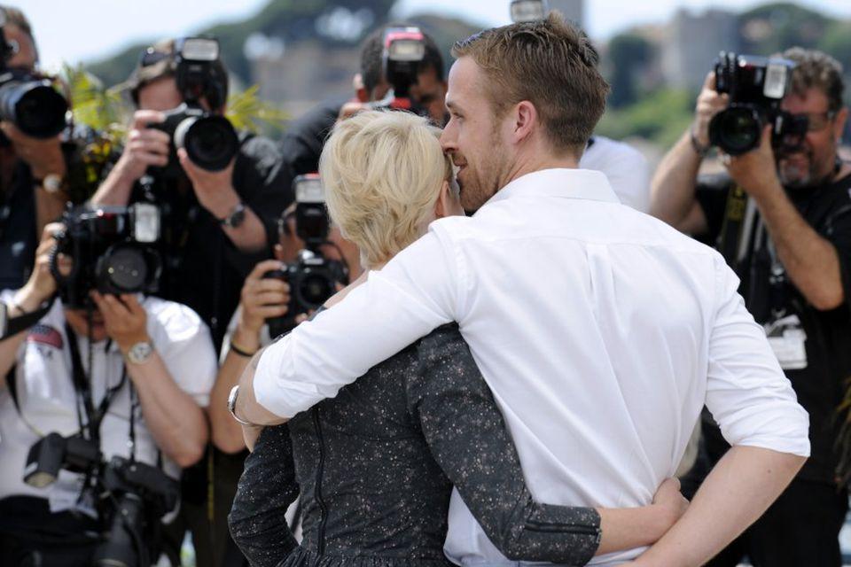 Gosling ásamt mótleikkonu sinni í myndinni Blue Valentine, Michelle Williams. Þau voru sögð kærustupar á …