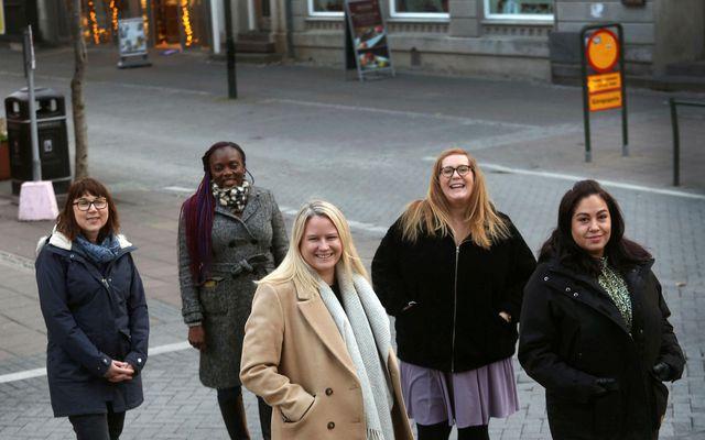 Sabine Leskopf, Patience Karlsson , Kathryn Gunnarsson, Jessica Poteet og Berenice Barrios Quiñones eru dugmiklar …