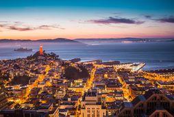 Horft yfir borgina inn eftir San Francisco flóa.