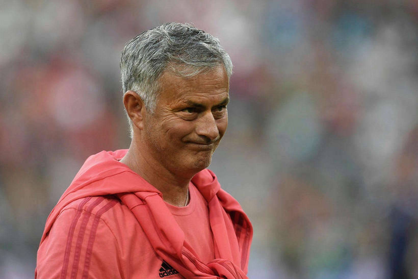 José Mourinho og lærisveinar hans í Manchester United mæta Leicester …