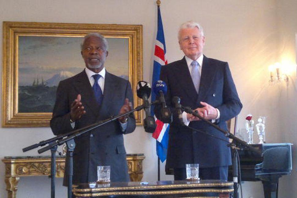 Kofi Annan og Ólafur Ragnar Grímsson á Bessastöðum í dag.