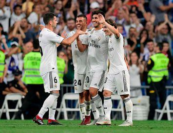 Leikmenn Real Madrid fagna sigurmarki Marco Asensio í kvöld.