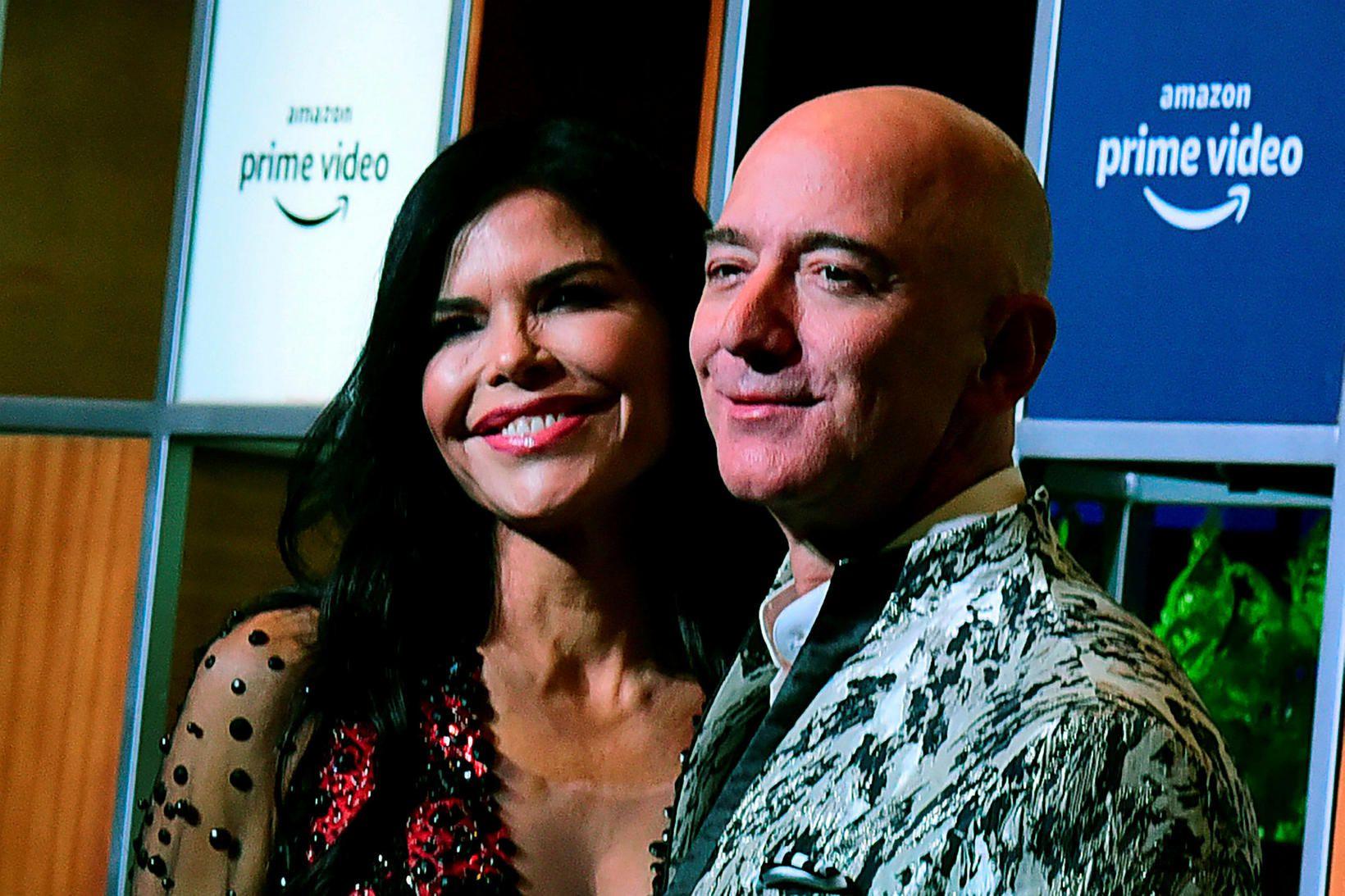 Jeff Bezos og Lauren Sanchez í Bollywood í gær.