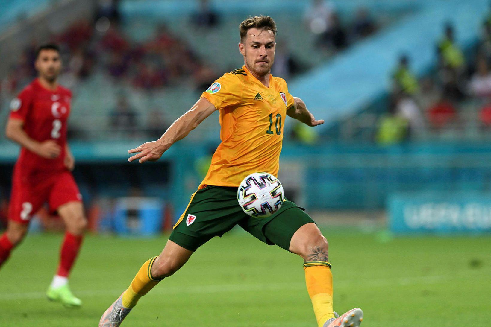 Aaron Ramsey skorar fyrir Walesbúa gegn Tyrkjum í Bakú í …