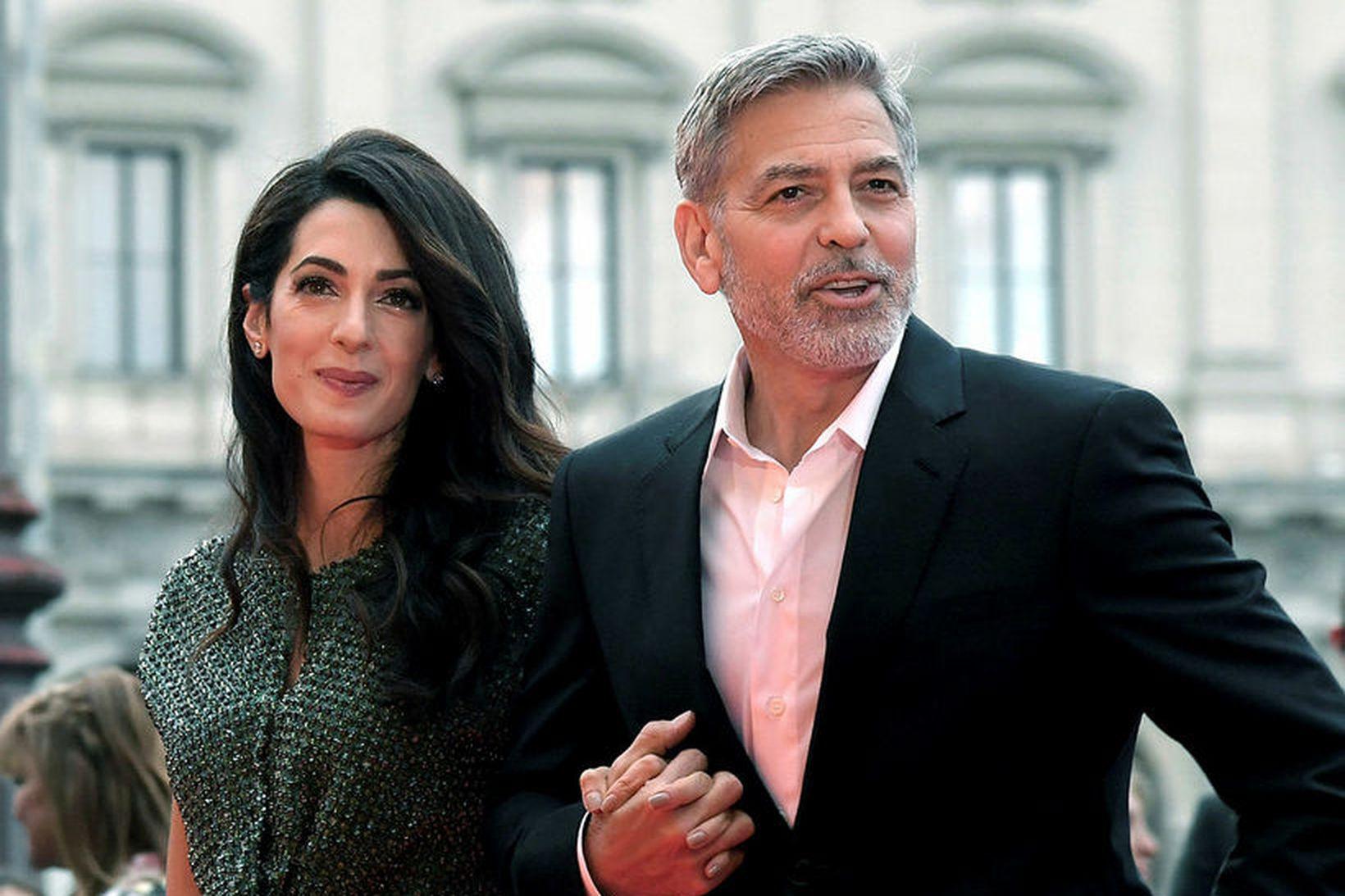 Amal og George Clooney eiga saman tvíbura sem eru að …