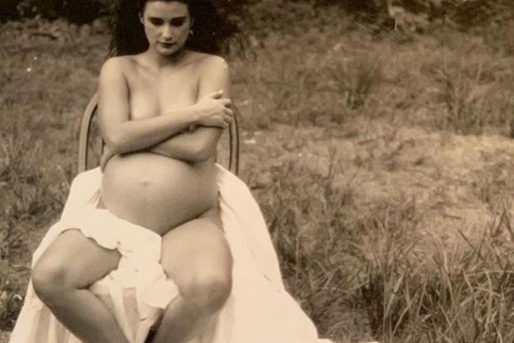 Ljósmyndarinn Annie Leibovitz tók þessa mynd af Demi Moore árið …
