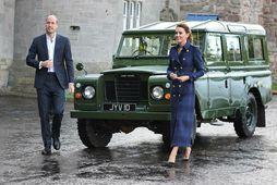 Hertoginn og hertogaynjan af Cambridge mættu á bifreið sem Filippus prins átti.