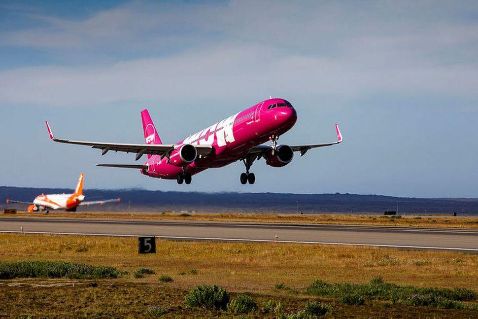Trygging Isavia fór með Airbus-þotunni sem flogið var brott.