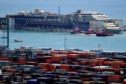 Costa Concordia að koma til Genúa.