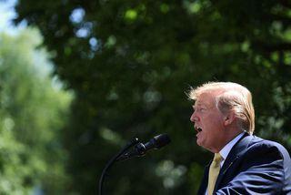 Trump staðhæfði í viðtalinu við Fox að hann myndi að sjálfsögðu láta alríkislögregluna vita.