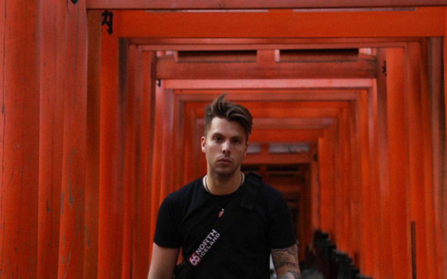Helgi Ómars í fallegu umhverfi í Japan.
