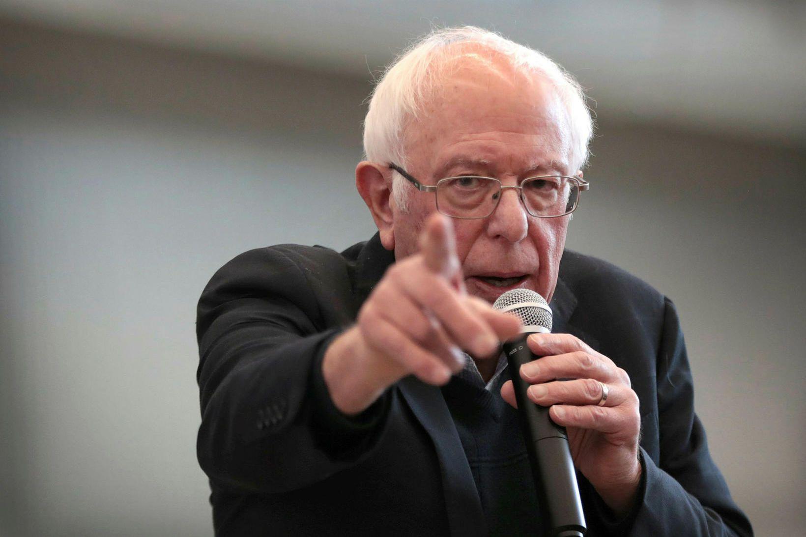 Bernie Sanders vekur athygi á því á Twitter að árið …