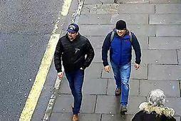 Tilræðismennirnir meintu sjást hér á göngu eftir Fisherton Road í Salisbury 4. mars.