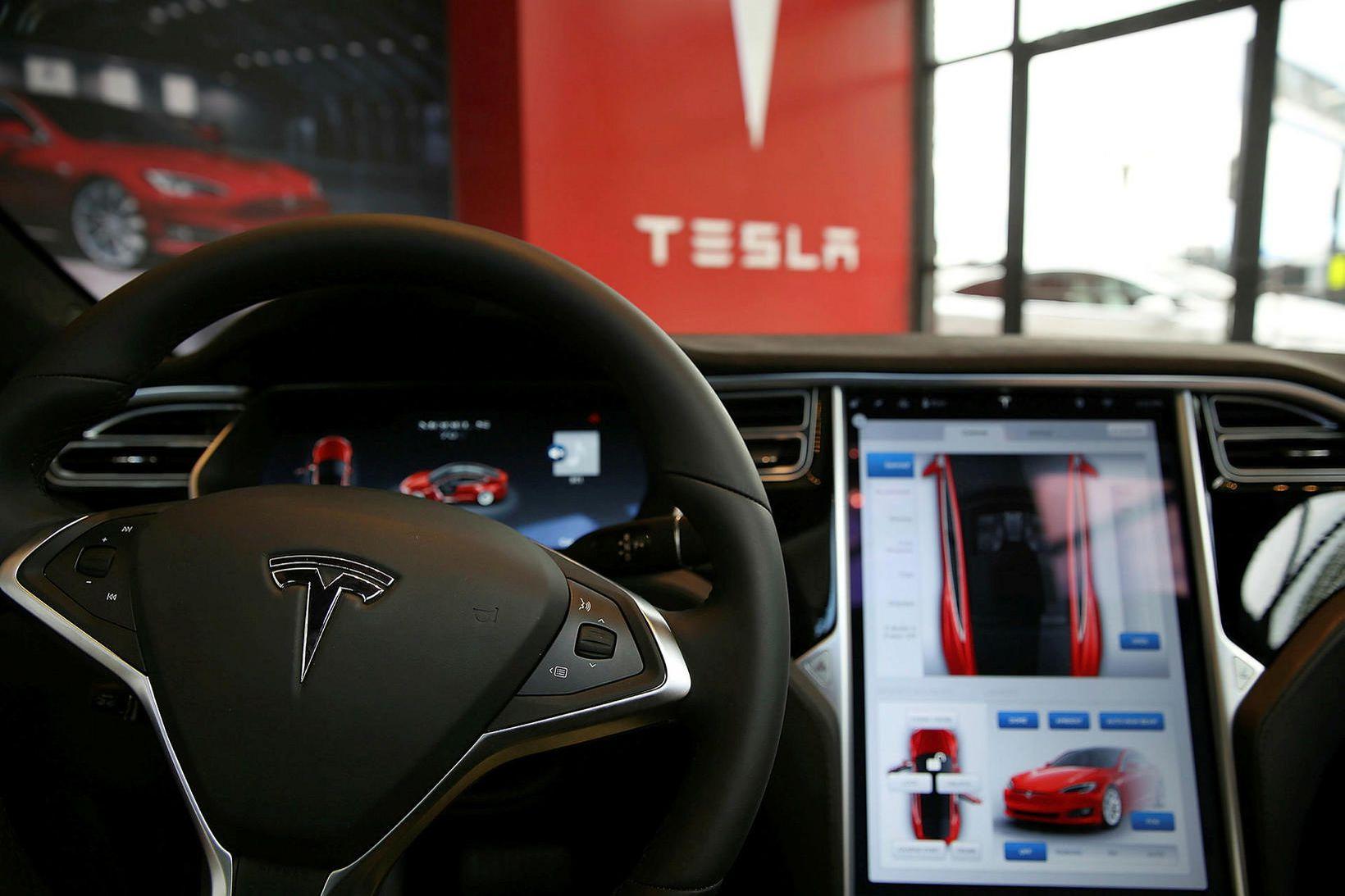 Tesla er mest selda bílategundin hér á landi eftir fyrstu …