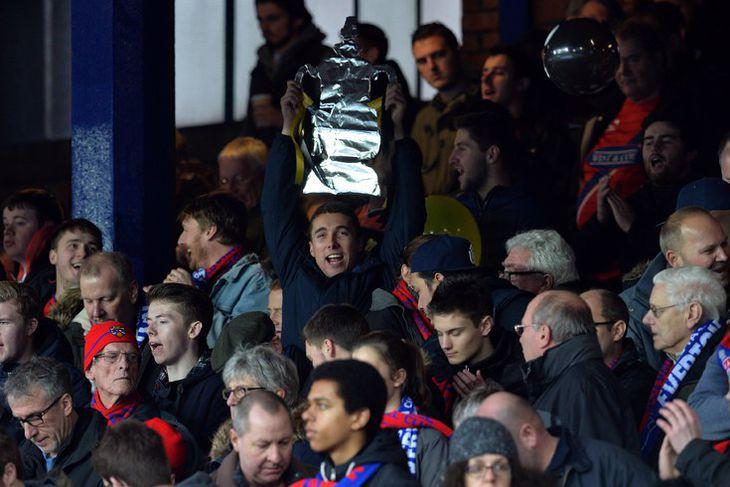 Stuðningsmenn Dagenham and Redbridge eru spenntir fyrir leik liðsins gegn Everton í dag.
