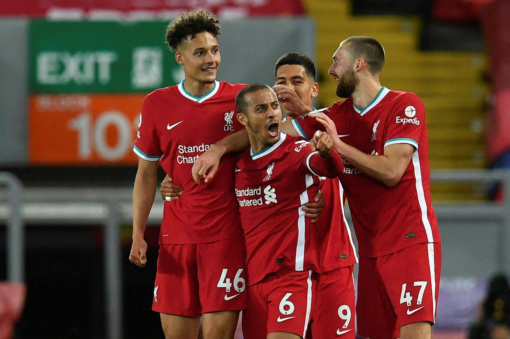 Thiago fagnar fyrsta marki sínu fyrir Liverpool.