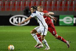 Gareth Bale og Ritchie De Laet eigast við í kvöld.