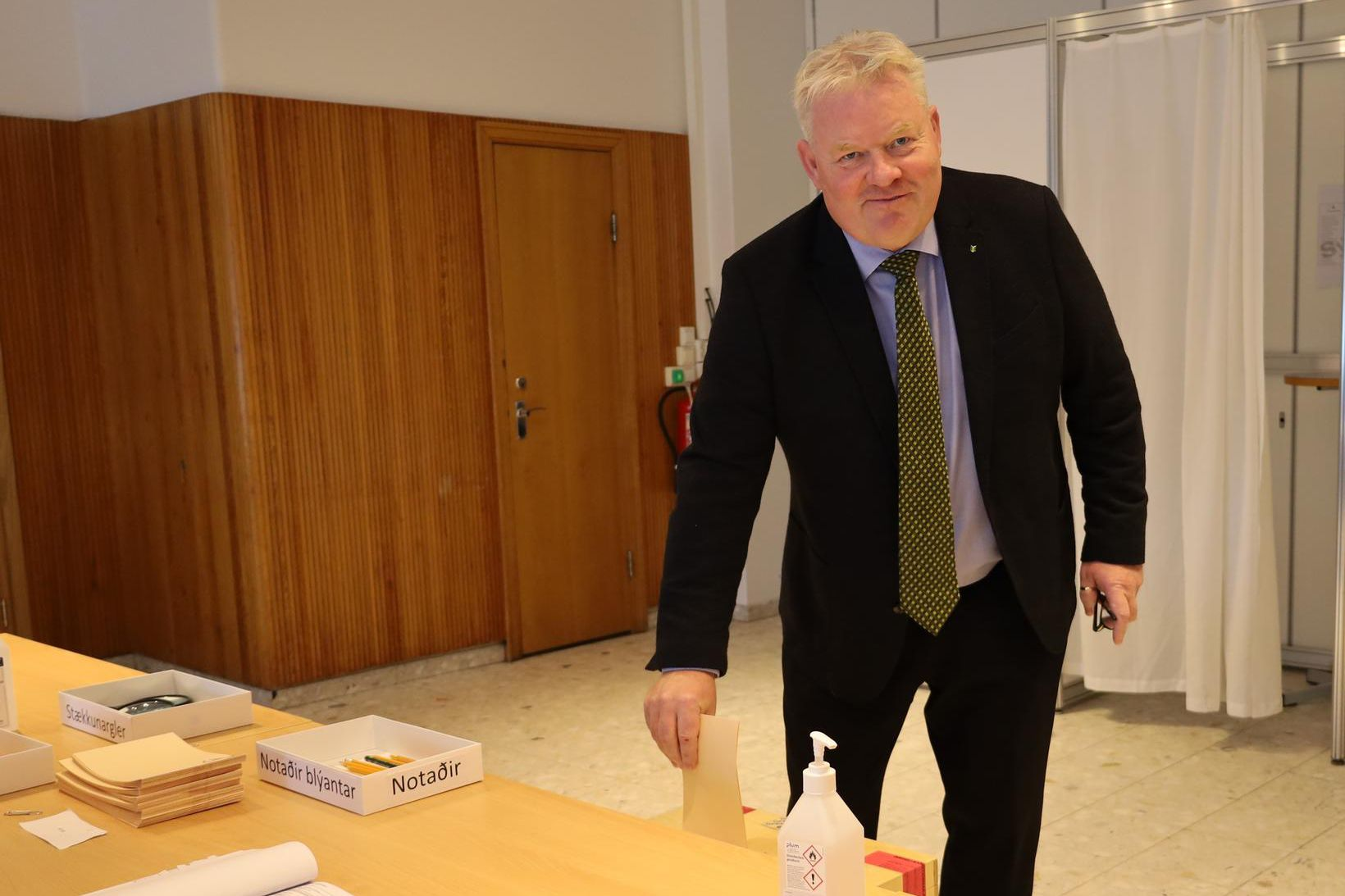 Sigurður Ingi Jóhannsson á kjörstað í morgun.