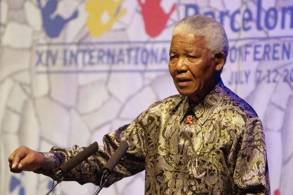 Nelson Mandela barðist gegn aðskilnaðarstefnunni í Suður-Afríku og varð forseti ...
