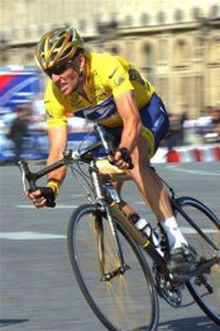 Lance Armstrong í Tour de France keppninni árið 2004. Margfaldur ...