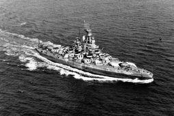 USS Nevada á siglingu undan ströndum Bandaríkjanna 17. september 1944.