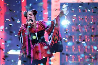Netta frá Ísrael vann Eurovision í ár. Á næsta ári verður keppnin haldin í Tel ...