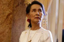 Aung San Suu Kyi er stödd í Víetnam vegna fundar World Economic Forum.