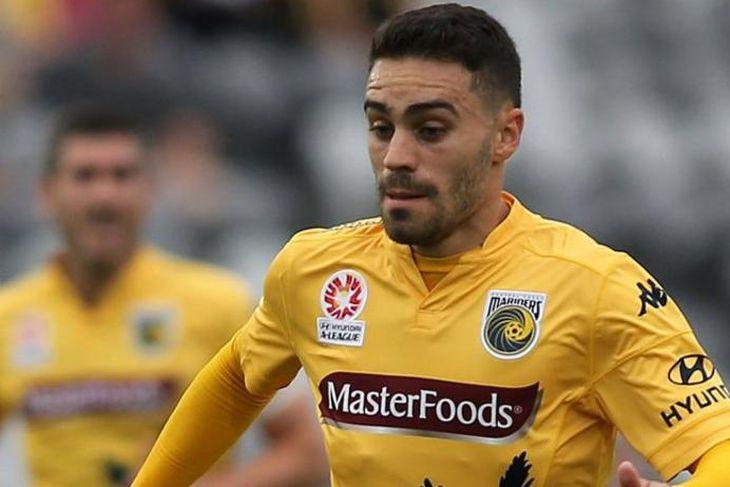 Anthony Cáceres, ástralskur miðjumaður, er kominn til Manchester City, sem kaupir hann af Central Coast ...