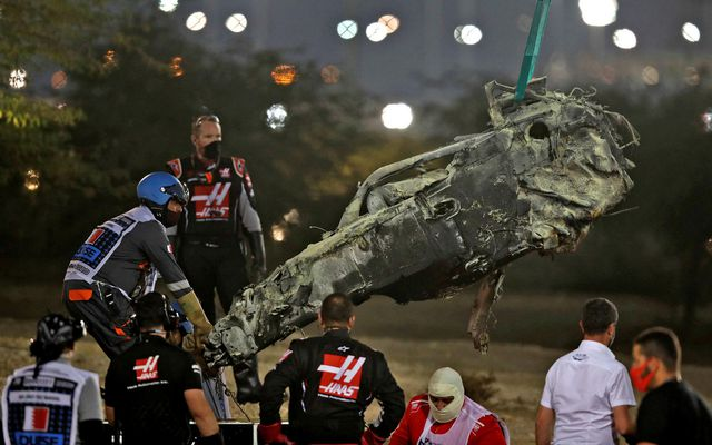 Restin af bíl Romain Grosjean eftir óhappið um síðustu helgi.