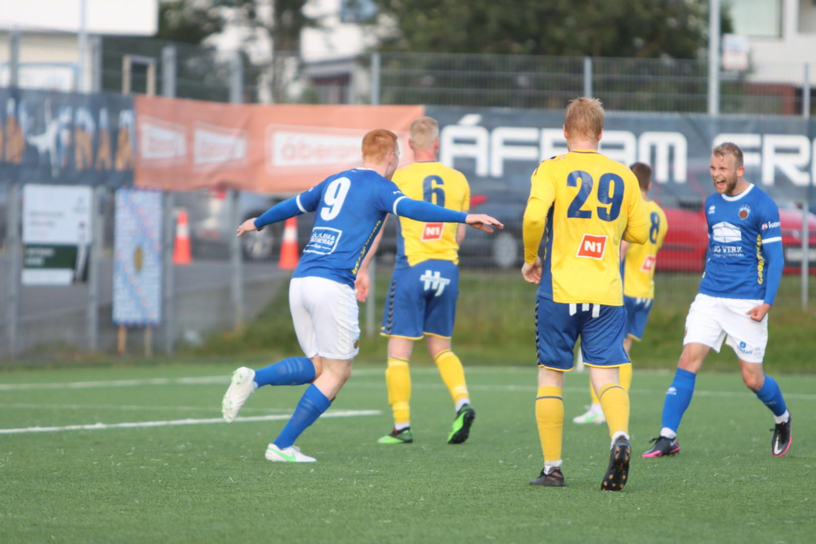 Þórir Guðjónsson (9) fagnar marki í kvöld og fyrra marki …