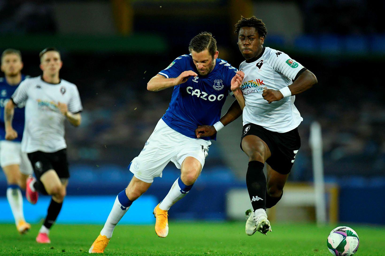 Gylfi leikur nú með Everton.