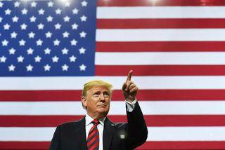 """Donald Trump Bandaríkjaforseti segist ætla að útrýma """"viðvarandi ódauni"""" úr dómsmálaráðuneytinu."""