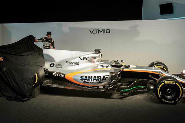 2017-bíll Force India svitpur hulunni við athöfn í Silverstone.