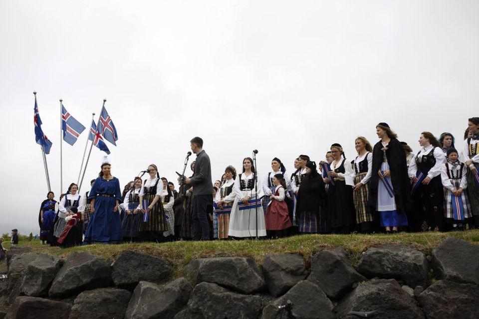 100 fjallkonur komu saman í Hafnarfirði.