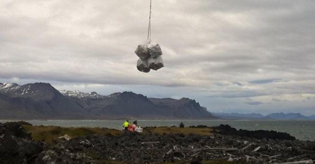 Alls flutti þyrla gæslunnar um tvö tonn af rusli úr friðlandinu í Búðahrauni og úr ...