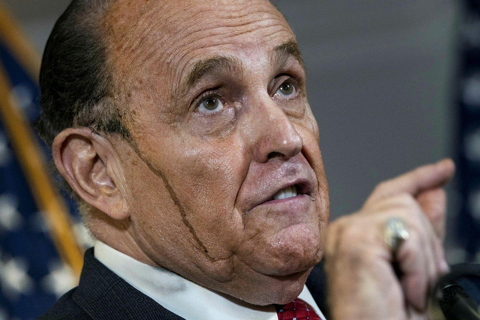 Rudy Giuliani hefur verið sviptur lögmannsréttindum sínum tímabundið.
