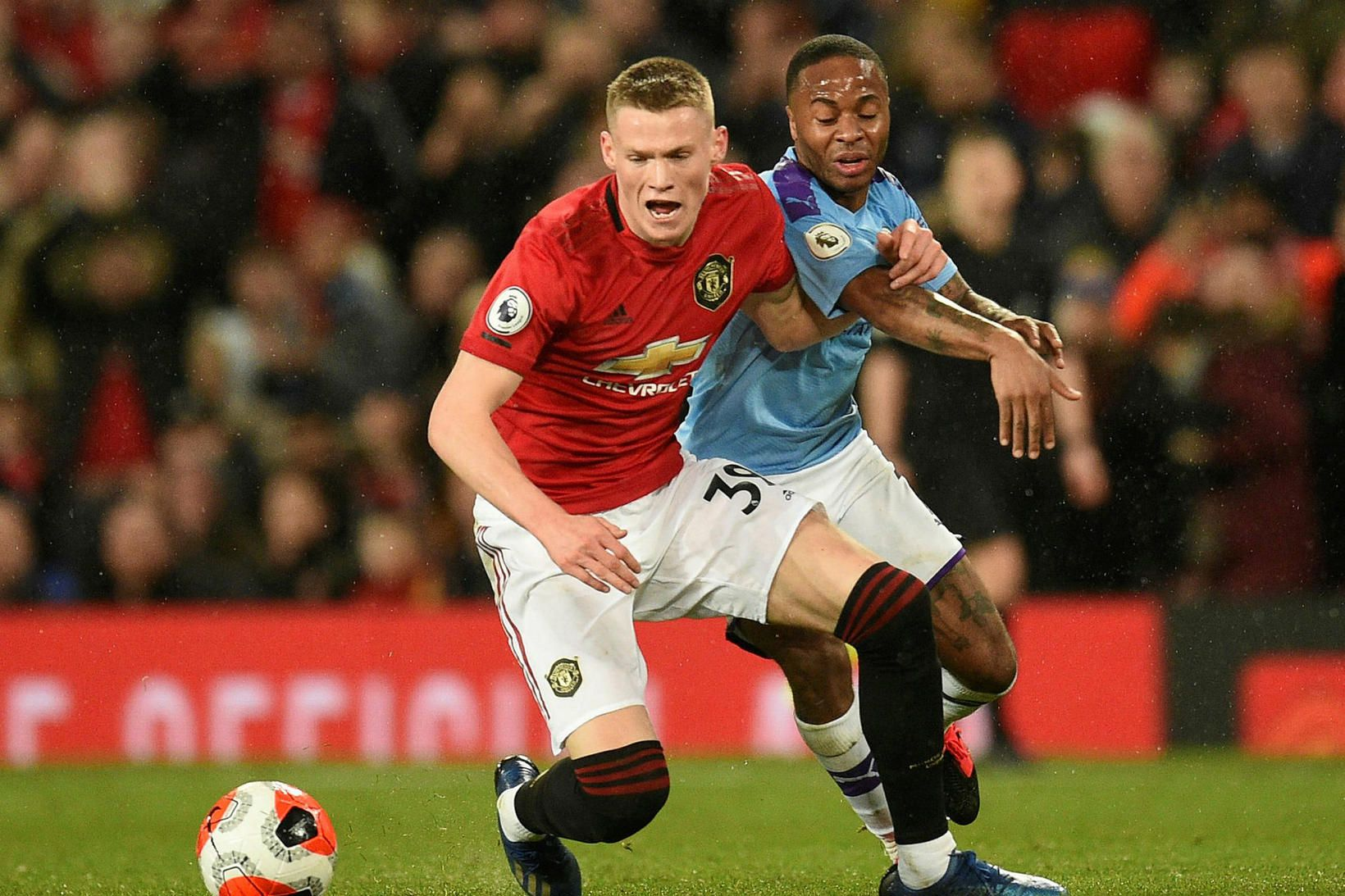 Scott McTominay og Raheem Sterling í leik United og City …