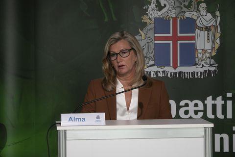 Alma Möller landlæknir á upplýsingafundinum.