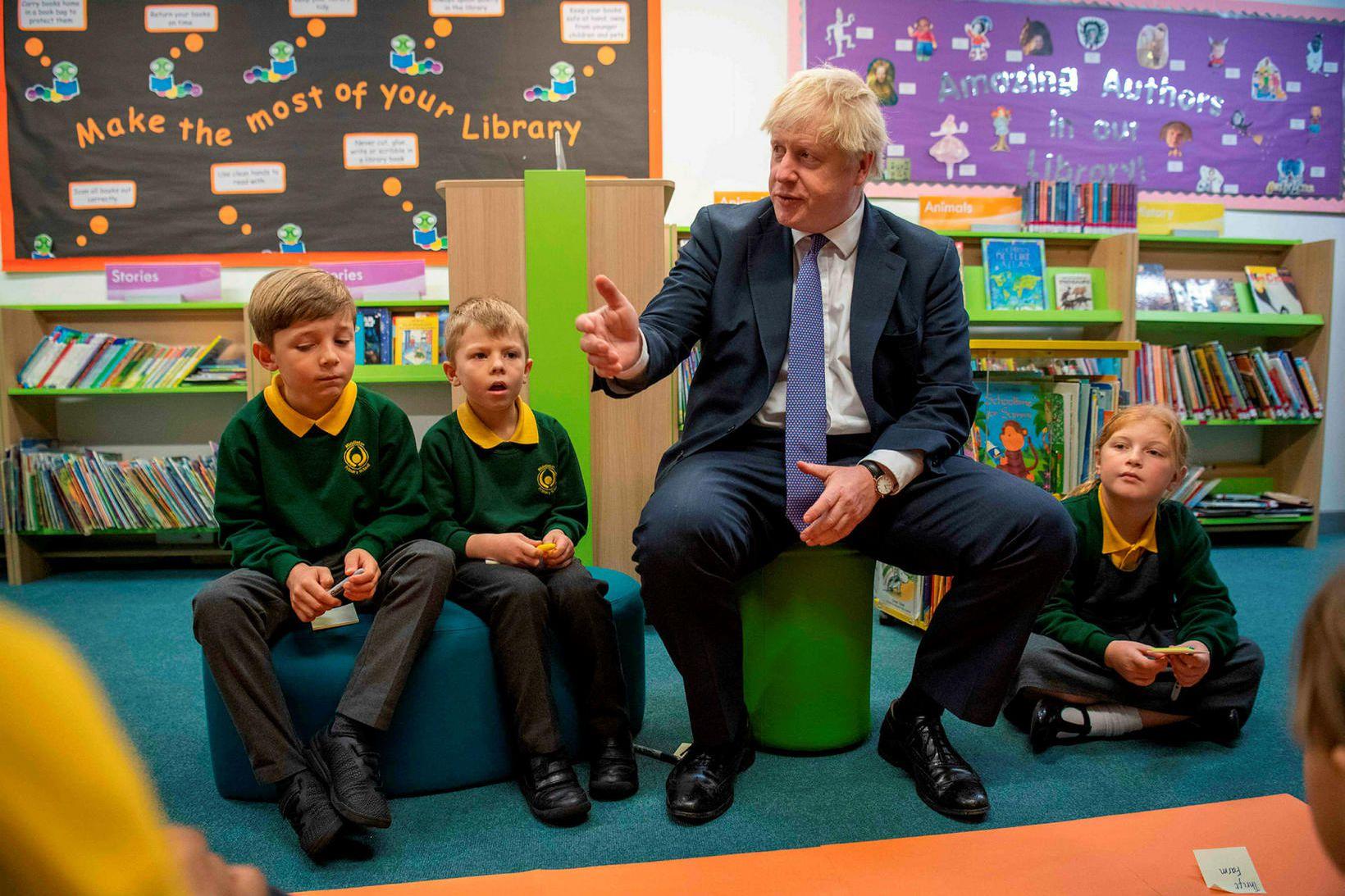Boris Johnson forsætisráðherra í skólaheimsókn í Middleton-grunnskólanum á Suður-Englandi í …