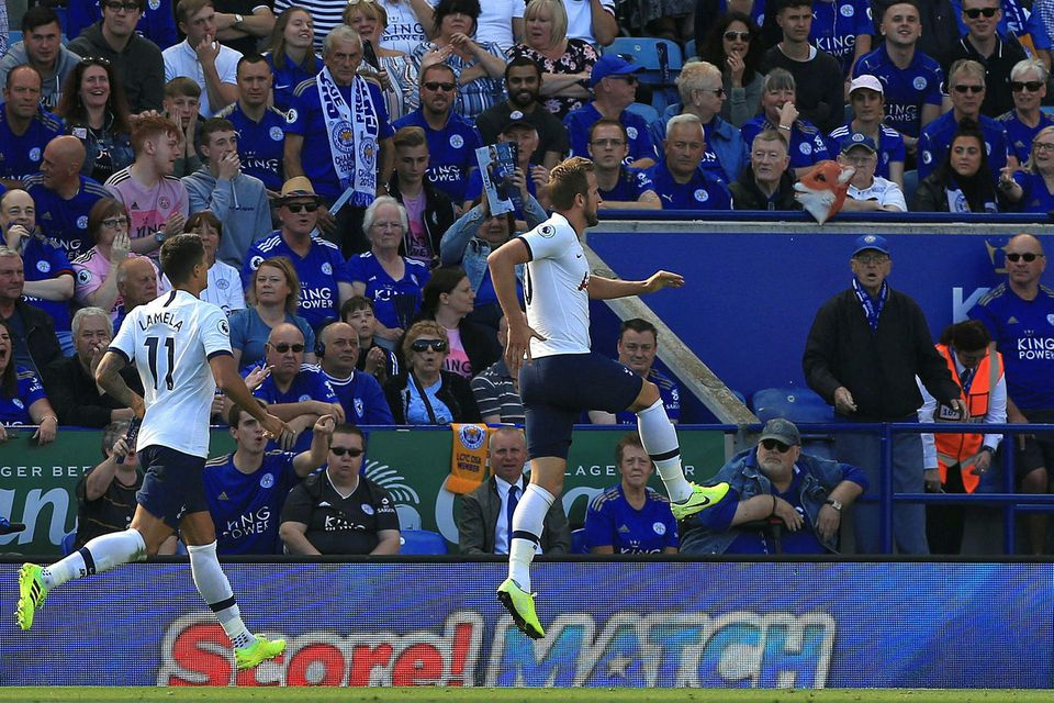 Harry Kane fagnar marki sínu gegn Leicester í dag.