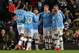 Leikmenn Manchester City fagna gegn West Ham í gær.