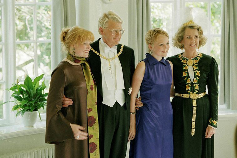 Grímsson with his wife and daughters after his very first inauguration as President of Iceland.