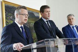 Már Guðmundsson, seðlabankastjóri, Bjarni Benediktsson, forsætisráðherra og Benedikt Jóhannesson, fjármálaráðherra, kynntu afnám gjaldeyrishafta á sunnudag.
